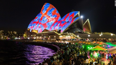 140526112617-vivid-sydney-2014-red-and-blue-horizontal-large-gallery