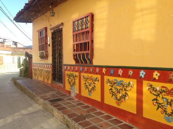 Arquitetura das casa de Guatapé - Richard Oliveira - Vida de Mochila